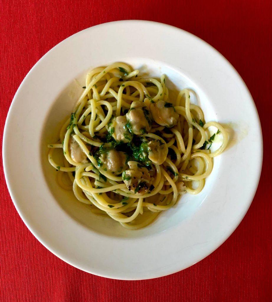 Spaghettone with clams